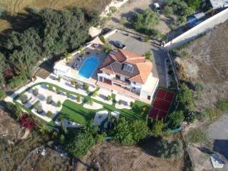 Bervoli Villa, Alethriko