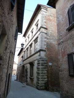 la facciata del  Palazzo Pesci Angelotti - The facade of the palace -