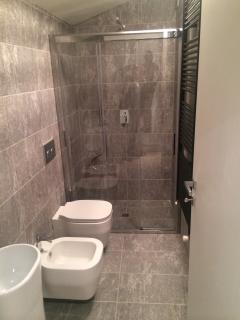 il bagno con doccia: spazioso e funzionale