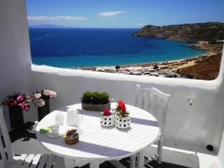 Eine erstaunliche Myconian-Villa in Elia Beach
