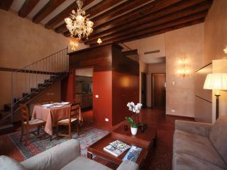 54 Loft Venice - Central Romantic with Canal View, Venecia