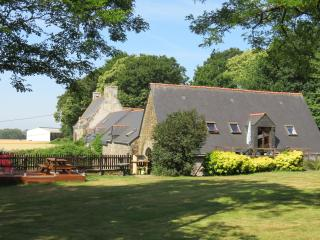 The Coach House with heated pool and large garden