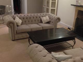 Spacious living room ......