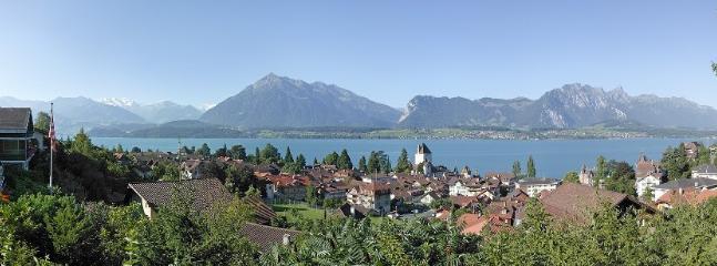 Traumhafte Aussicht über den Thunersee und in die Berge.