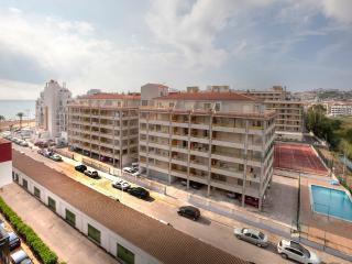 Ref 29.- Apartamento centrico, al lado de la playa, con parking y piscina comun