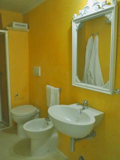 bagno con spatolato colorato