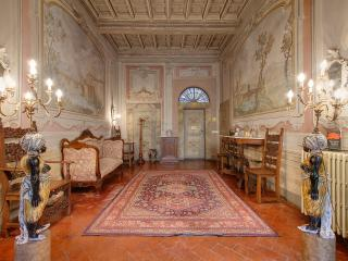 Elegant three bedroom apartment with private terrace in central Florence, Florencia