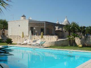 TRULLO MARYLIN WITH POOL, Bríndisi