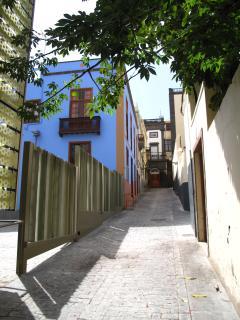 Entrada callejón Doramas y vista de la casa