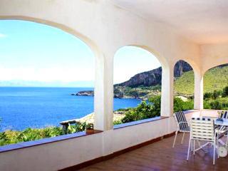 Villa Camilla Breathtaking sea, Macari