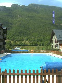 Piscina exterior/comunitaria, climatizada en verano, ¡Buena temperatura en pleno pirineo!