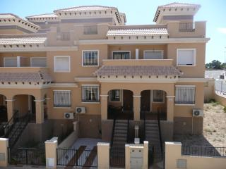 Villamartin villa WIFI, UK TV, comm pool, sleeps 8