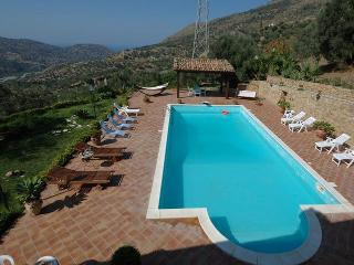 Great Family villa with pool, Pettineo