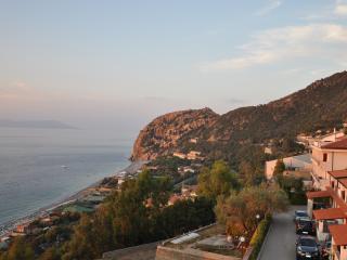 graziosissimo bivani arredato vista isole eolie, Gioiosa Marea