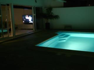 Villa relax,piscina privada.wifi, Tahiche