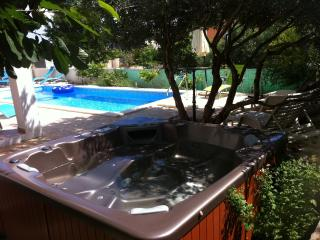 Louminous apartment with hot tub and pool in Hvar
