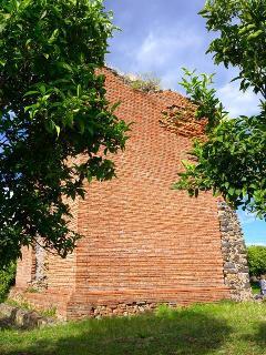 Torre rossa, antico sepolcro romano