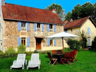 Dordogne FarmHouse sleeps 8 with Pool & Fishing, Aubas