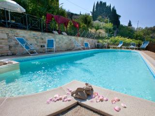 Luxury Villa Nuba,salt water pool,jacuzzi,panoramic terrace,wifi,5 min. downtown, Perugia