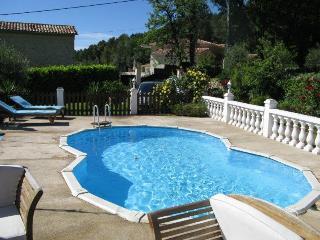 Charming 2-Bedroom Villa Pool