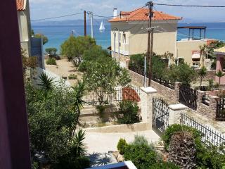 Picturesque island villa in Aegina