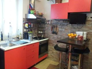 Cozy holiday apartment ELESTE in historical center, Genoa