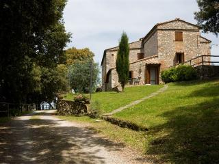 Delightful Tuscan villa in the woods of Monteriggioni with private grounds and pool
