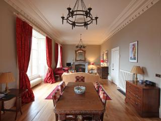 Historic Fife Coast Apartment close to Edinburgh - Kinghorn Town Hall sleeps 5/6