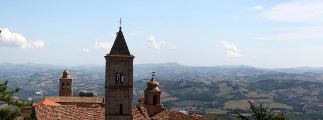 Penna is at your feet. Behind the tower bell is the Marche region, ready to be discovered!