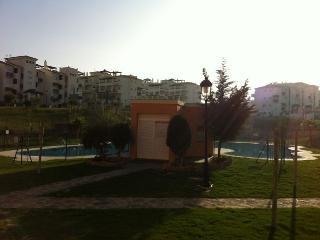Apartamento de 1dormitorio con terrazas y piscina., San Luis de Sabinillas