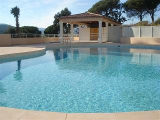 Large 1 bed apt for 5 pers with shared pool, Ste-Maxime
