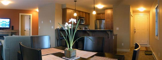 HUNTERS HAVEN: Enjoy the open concept, having people at the kitchen, living room and dinning room