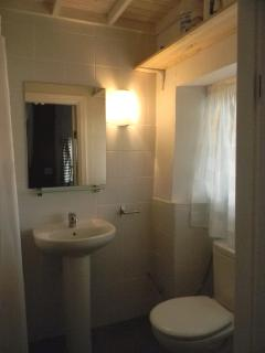 En-suite shower room to main bedroom