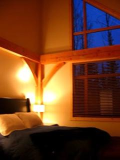 INUKSHUK : Pick one of the rooms with comfortable beds and fluffy duvets. All the rooms can be configured in either