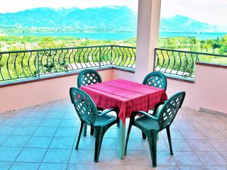A/3 Apartment with Terrace and Lake View (3 pers), Manerba del Garda