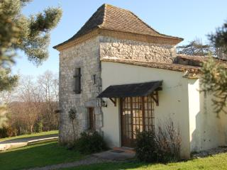 Le Pigeonnier, a cottage sleeping 4 people in 2 bedrooms with its own kitchen and bathroom