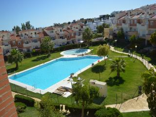 PLAYA, GOLF, PISCINA. ESPECTACULAR CHALET DE LUJO