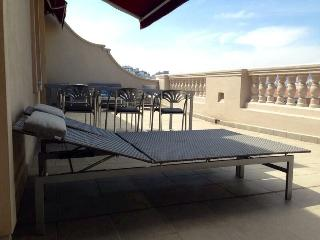 Atico exclusiva terraza 2dorm WIFI Mercado, tren,