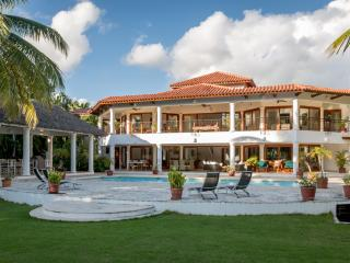 6 BR Private Villa 10,000 Sq.Ft, Golf & Sea view, La Romana