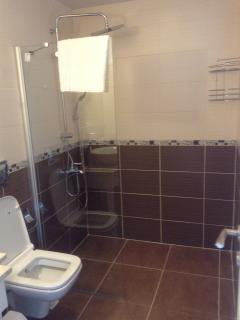 EnSuite with each bedroom (WB, WC, Sh - 1 twin bedroom has a Bath)