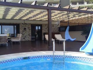 Adosado en Arenales del Sol con piscina privada