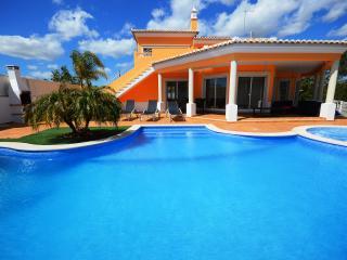 Villa Duma, Olhos de Agua