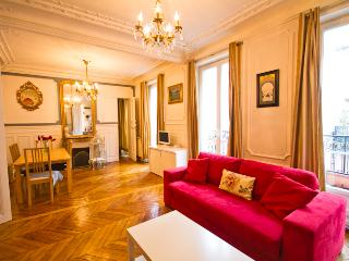 Montmartre Big 85m French Charm w/Modern Amenities