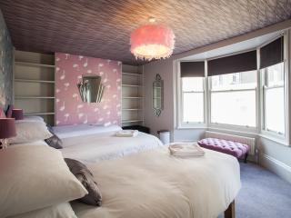 Flamingo Dreams Bedroom with sea views (5 single beds, 2 of which are bespoke luxury bunk beds)