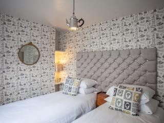 The Curiouser & Curiouser Bedroom (2 single beds or 1 kingsize double bed, with wash basin)