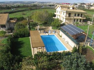 CASA DEL CARRUBO 3 appartment   in  villa with swimmingpool