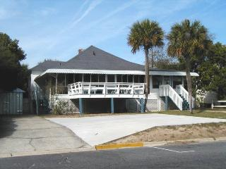 #10 13th Street - Classic Tybee Cottage - FREE Wi-Fi