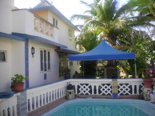 La villa & Sa piscine Privee (8m X 4m).