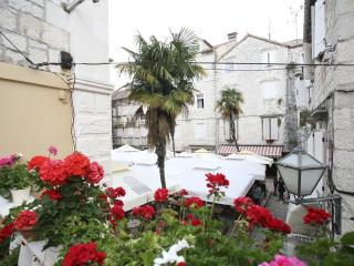Studio apartment with terrace town cwnter, Trogir