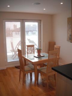 Dining area onto balcony